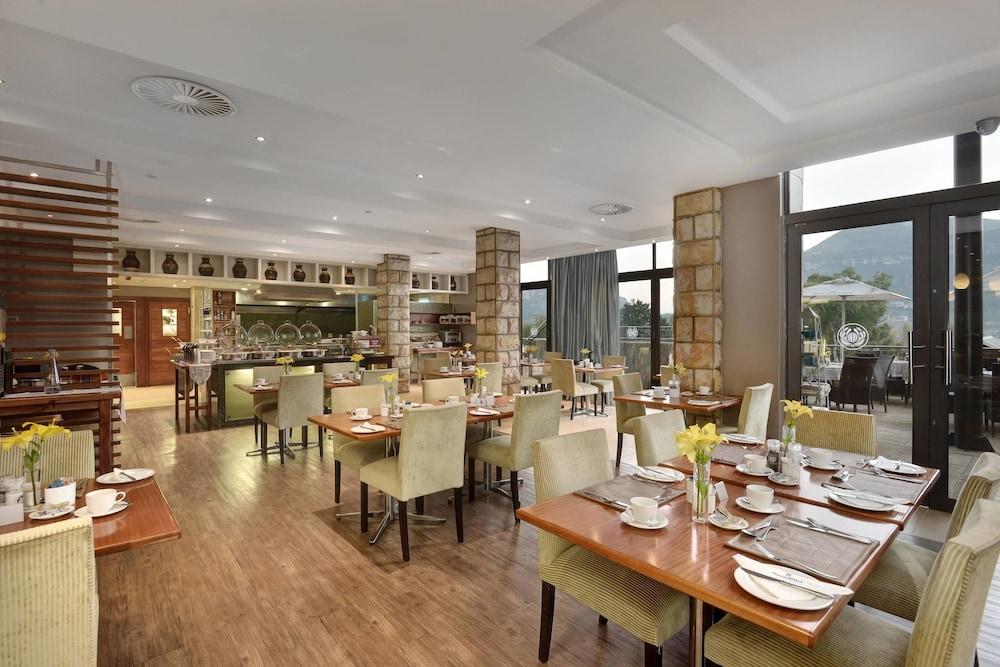 프로테아 호텔 바이 메리어트 클라렌스(Protea Hotel by Marriott Clarens) Hotel Image 51 - Restaurant