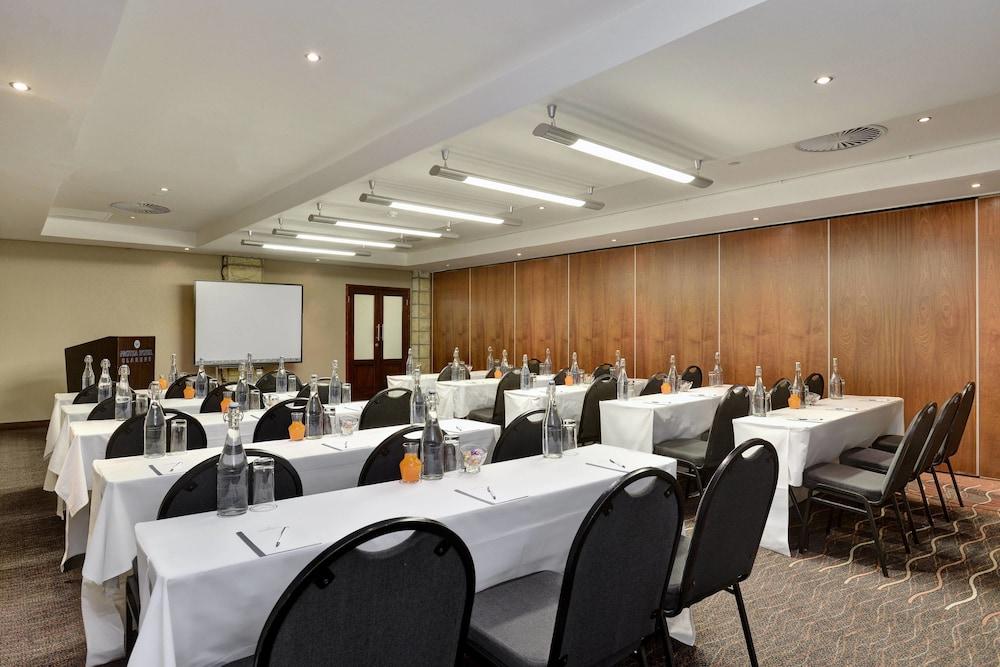 프로테아 호텔 바이 메리어트 클라렌스(Protea Hotel by Marriott Clarens) Hotel Image 62 - Meeting Facility