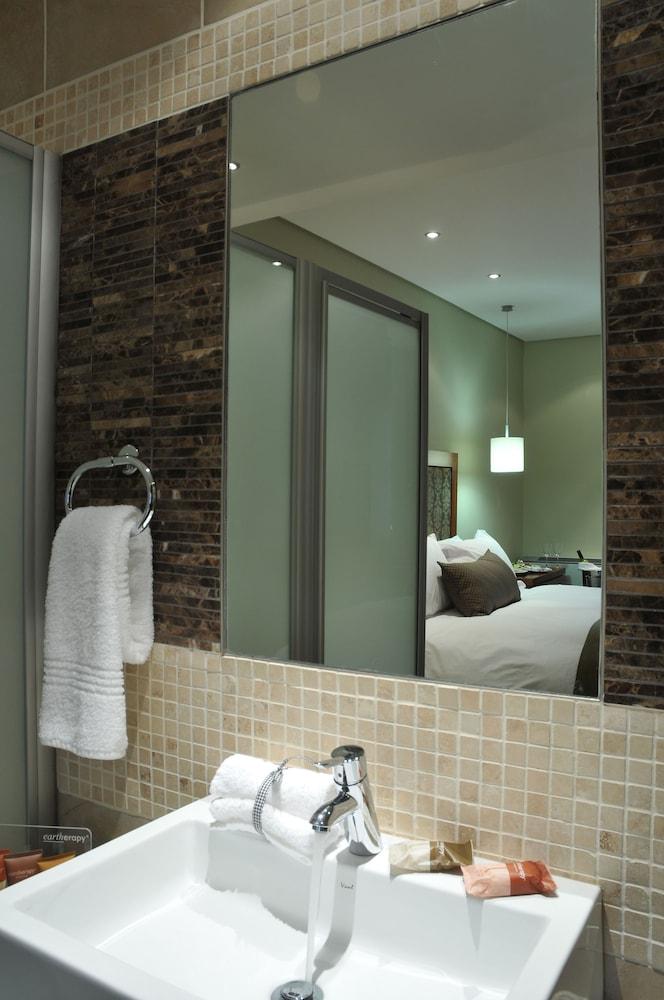 프로테아 호텔 바이 메리어트 클라렌스(Protea Hotel by Marriott Clarens) Hotel Image 42 - Bathroom
