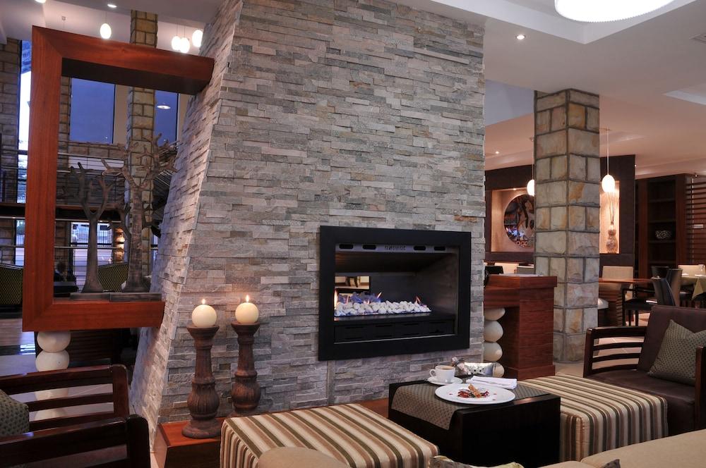 프로테아 호텔 바이 메리어트 클라렌스(Protea Hotel by Marriott Clarens) Hotel Image 70 - Fireplace