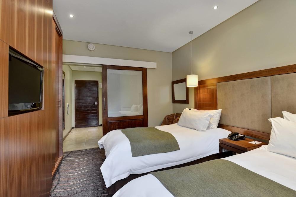 프로테아 호텔 바이 메리어트 클라렌스(Protea Hotel by Marriott Clarens) Hotel Image 19 - Guestroom