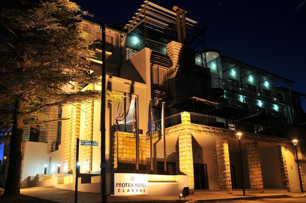 프로테아 호텔 바이 메리어트 클라렌스(Protea Hotel by Marriott Clarens) Hotel Image 78 - Hotel Front - Evening/Night