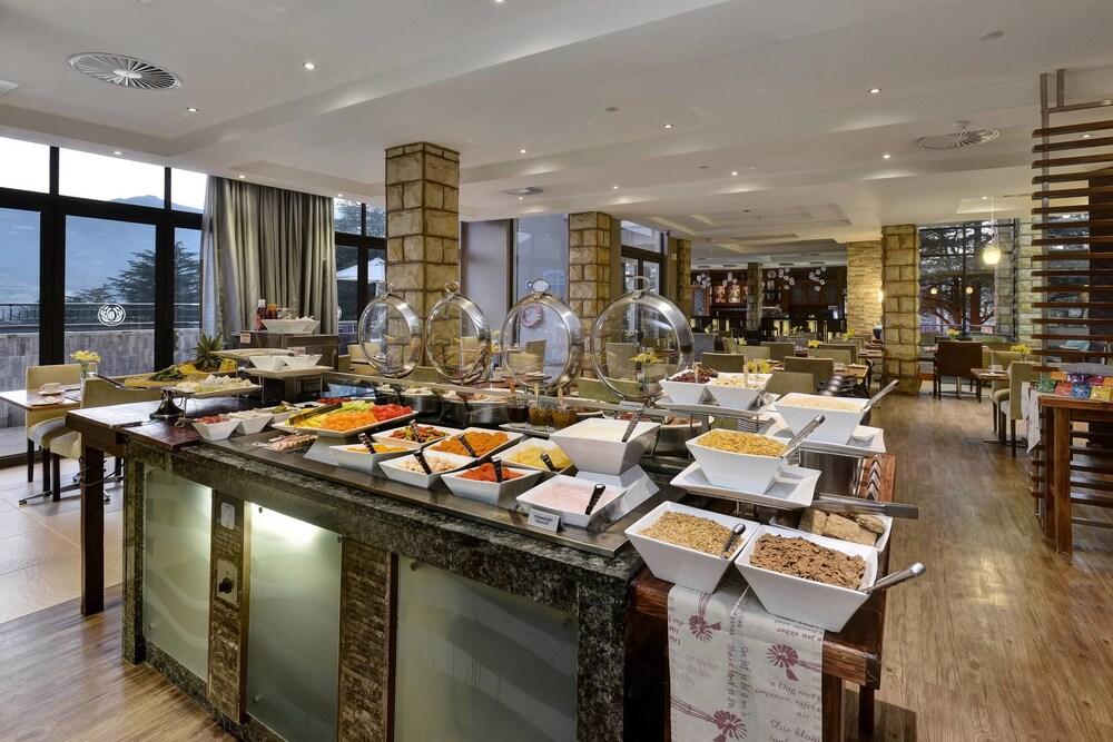 프로테아 호텔 바이 메리어트 클라렌스(Protea Hotel by Marriott Clarens) Hotel Image 57 - Breakfast buffet