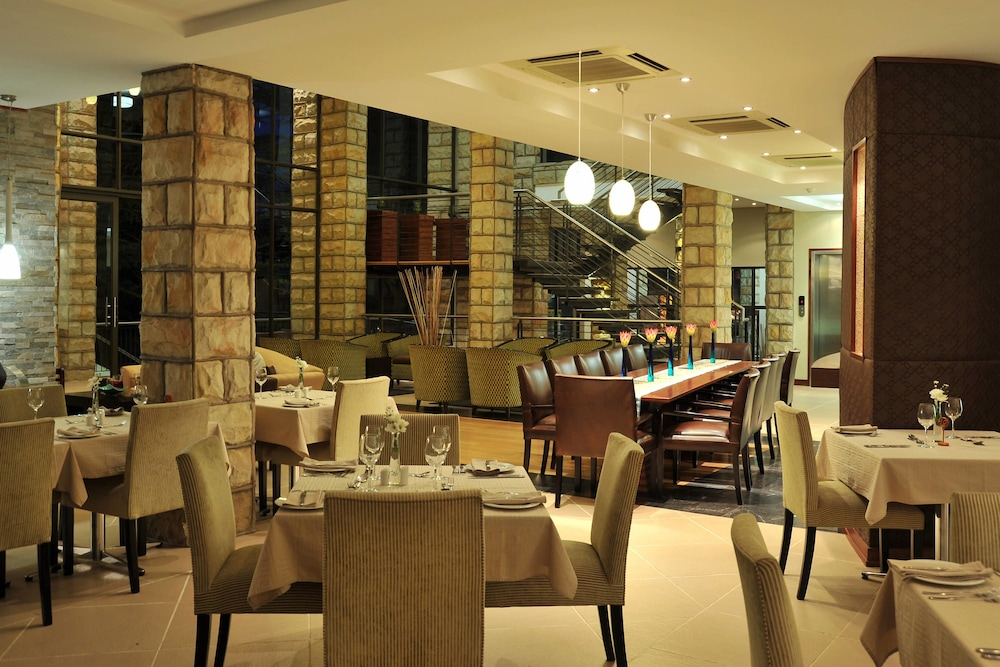 프로테아 호텔 바이 메리어트 클라렌스(Protea Hotel by Marriott Clarens) Hotel Image 53 - Restaurant