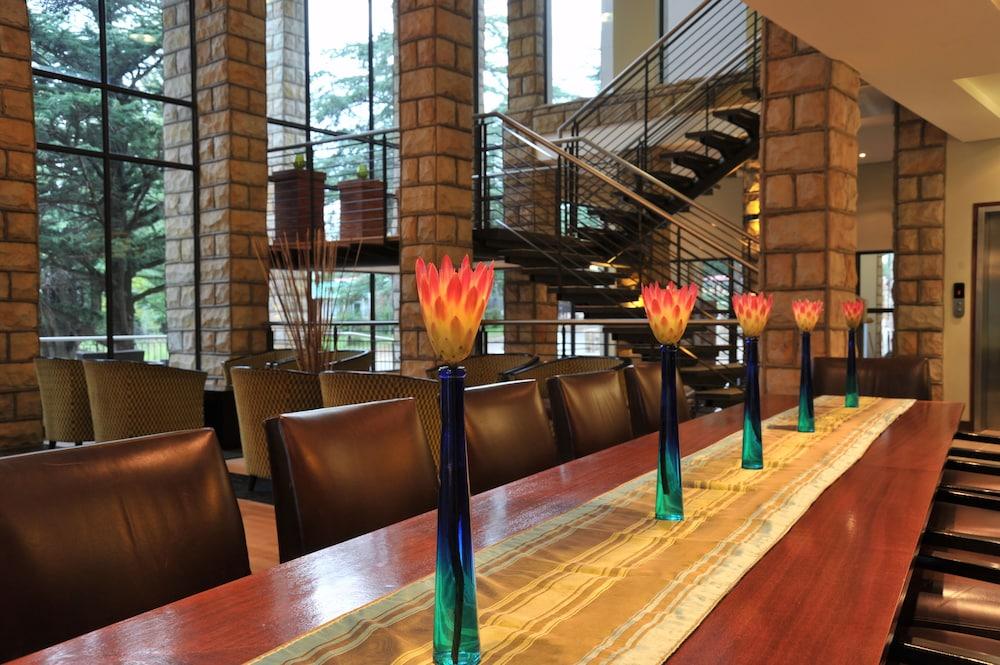 프로테아 호텔 바이 메리어트 클라렌스(Protea Hotel by Marriott Clarens) Hotel Image 7 - Lobby