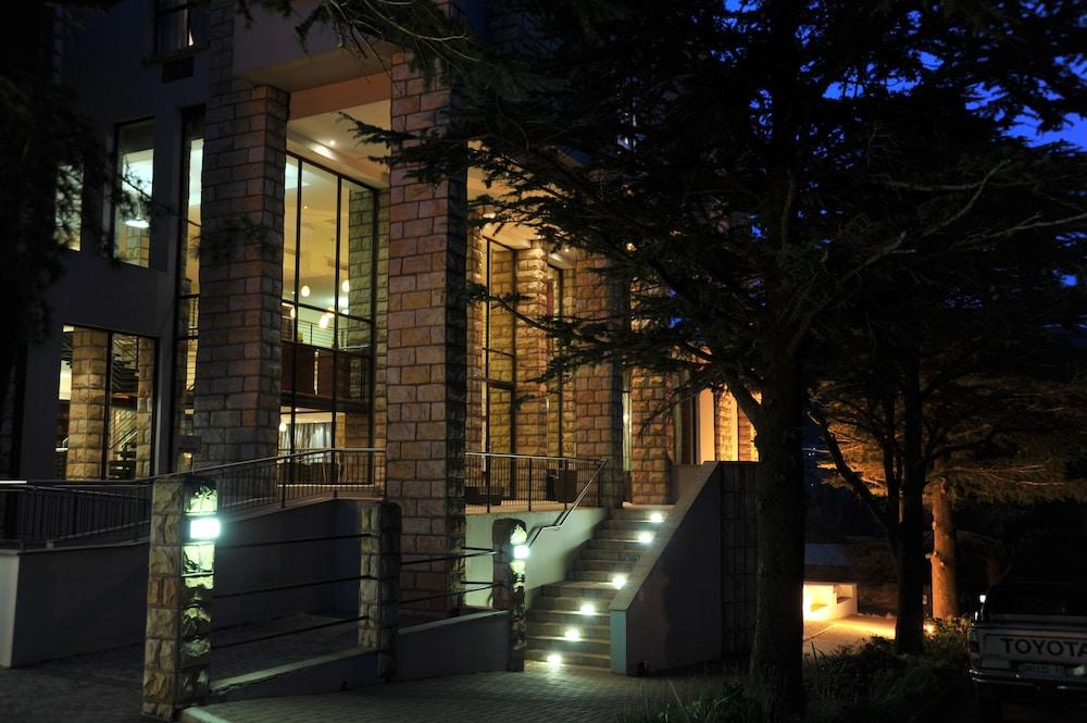 프로테아 호텔 바이 메리어트 클라렌스(Protea Hotel by Marriott Clarens) Hotel Image 76 - Hotel Front - Evening/Night