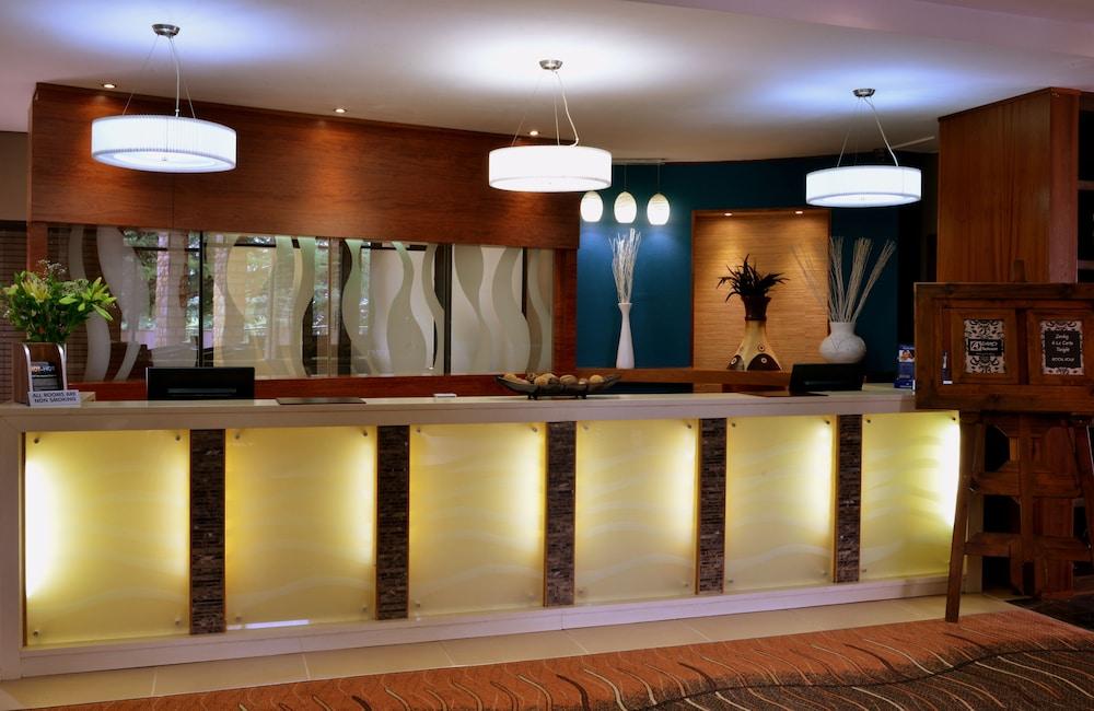 프로테아 호텔 바이 메리어트 클라렌스(Protea Hotel by Marriott Clarens) Hotel Image 8 - Reception