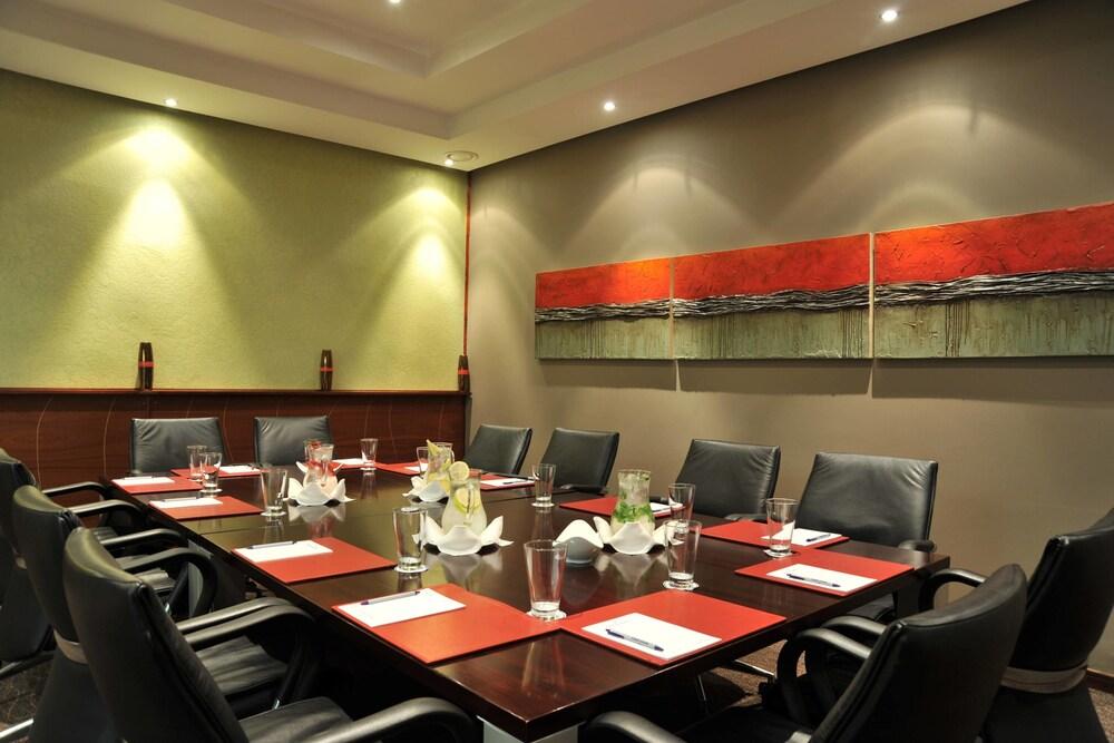 프로테아 호텔 바이 메리어트 클라렌스(Protea Hotel by Marriott Clarens) Hotel Image 66 - Meeting Facility