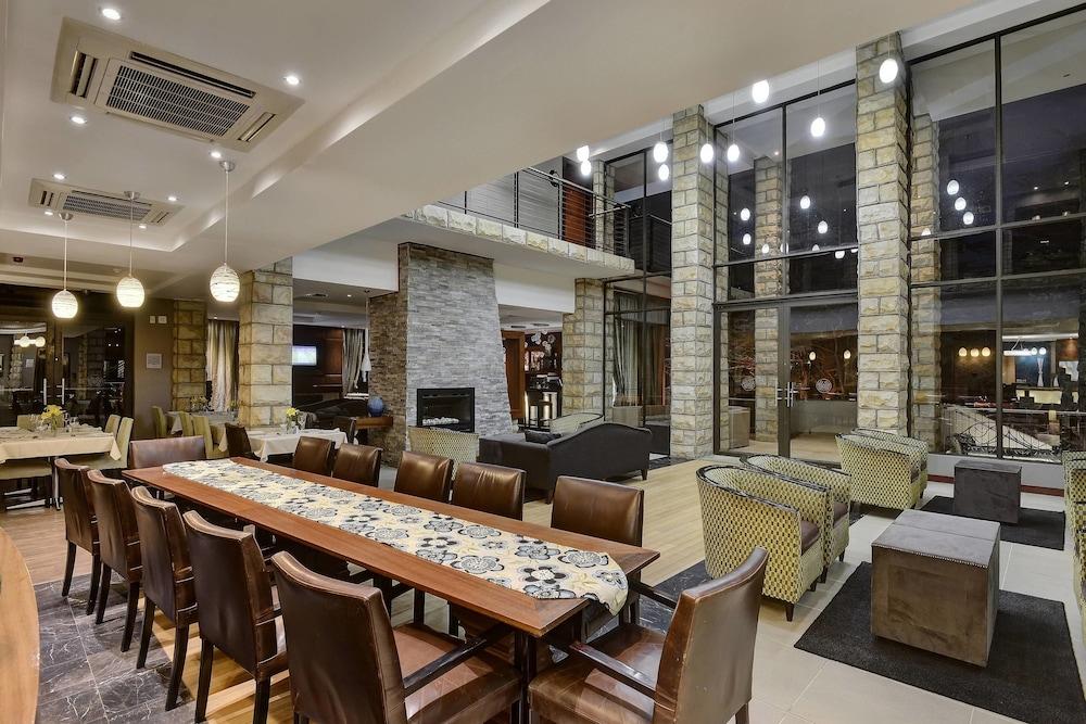 프로테아 호텔 바이 메리어트 클라렌스(Protea Hotel by Marriott Clarens) Hotel Image 6 - Lobby