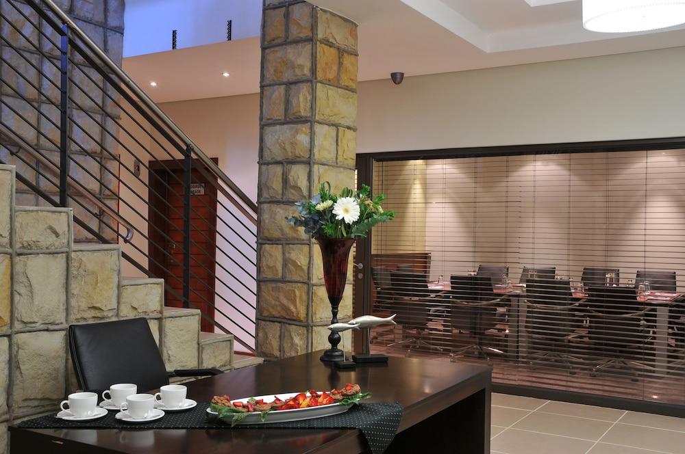 프로테아 호텔 바이 메리어트 클라렌스(Protea Hotel by Marriott Clarens) Hotel Image 60 - Meeting Facility