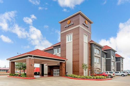 . La Quinta Inn & Suites by Wyndham Orange