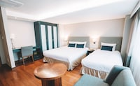 1 Deluxe Twin Room and 1 Twin Room (Same Floor, Se