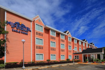 Microtel by Wyndham - Eagle Ridge Cavite Exterior