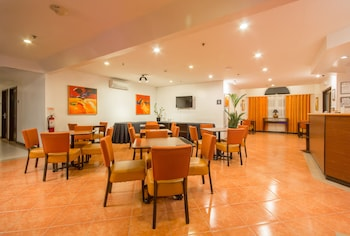 Microtel by Wyndham - Eagle Ridge Cavite Lobby