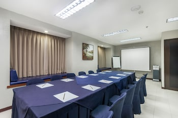Microtel by Wyndham - Eagle Ridge Cavite Meeting Facility