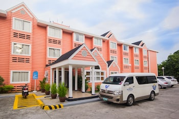 Microtel by Wyndham - Eagle Ridge Cavite Street View