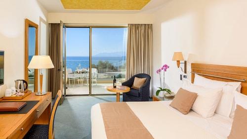 . Alexander Beach hotel & Spa