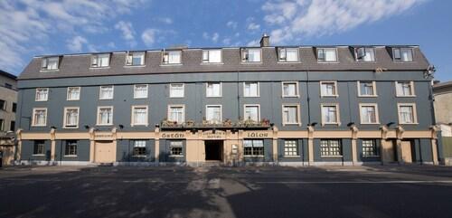 . Lawlors Hotel