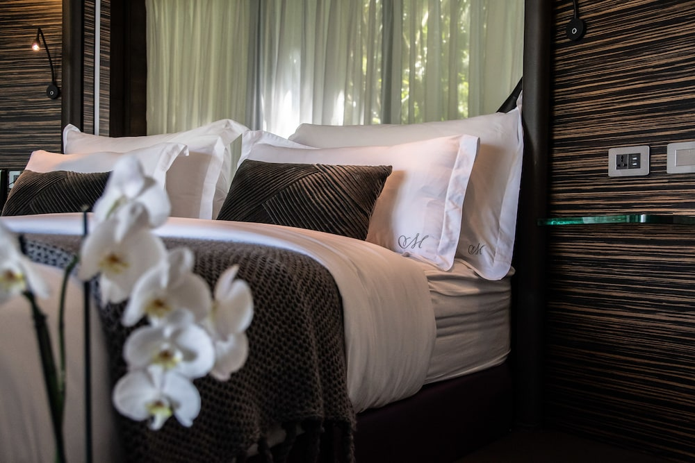 https://i.travelapi.com/hotels/3000000/2330000/2328600/2328562/203b1daf_z.jpg