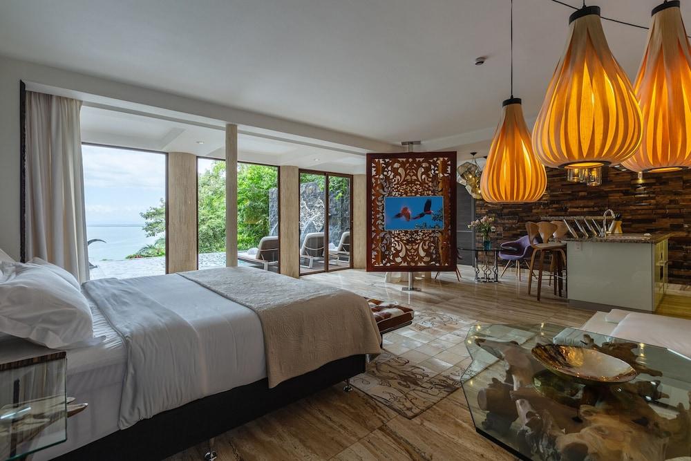 https://i.travelapi.com/hotels/3000000/2330000/2328600/2328562/80341ed5_z.jpg