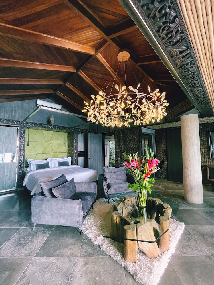 https://i.travelapi.com/hotels/3000000/2330000/2328600/2328562/a794b58b_z.jpg