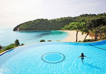 Fairways and Bluewater Resort Boracay Infinity Pool