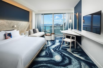 Spectacular Room, Room, 1 King Bed, Balcony, Partial Ocean View