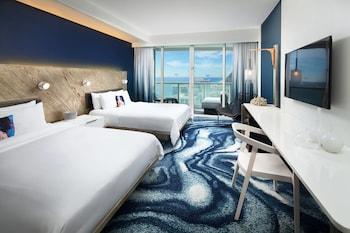 Spectacular Room, Room, 2 Queen Beds, Partial Ocean View