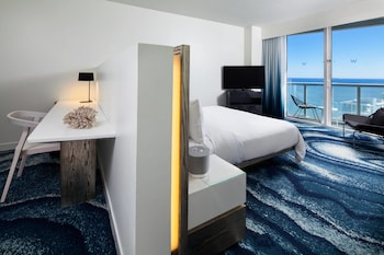 Mega Room, Room, 1 King Bed, Balcony, Partial Ocean View