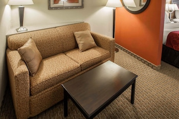 Bloomington Vacations - Comfort Suites Bloomington - Property Image 1