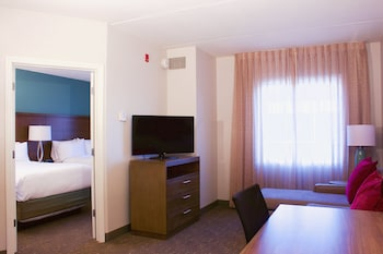 Studio Suite, 1 Queen Bed, Accessible, Kitchen (Roll-In Shower)