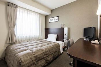 ルーム ダブルベッド 1 台|コンフォート ホテル 新潟