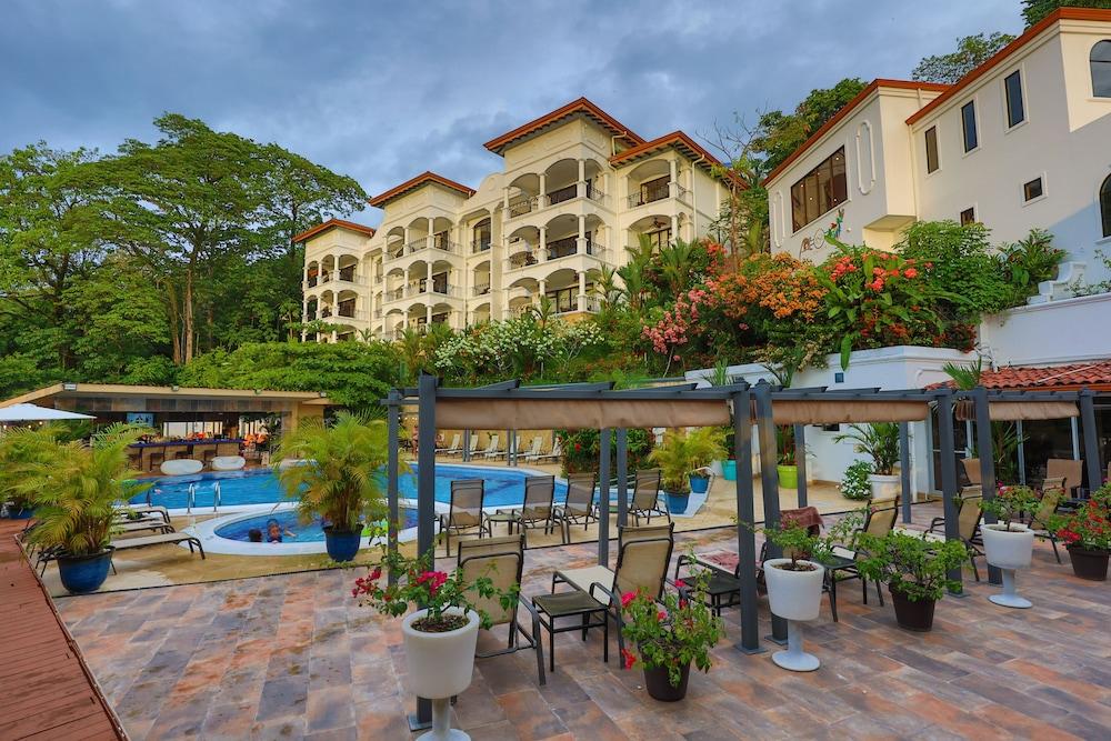 https://i.travelapi.com/hotels/3000000/2360000/2351800/2351763/2e433b69_z.jpg