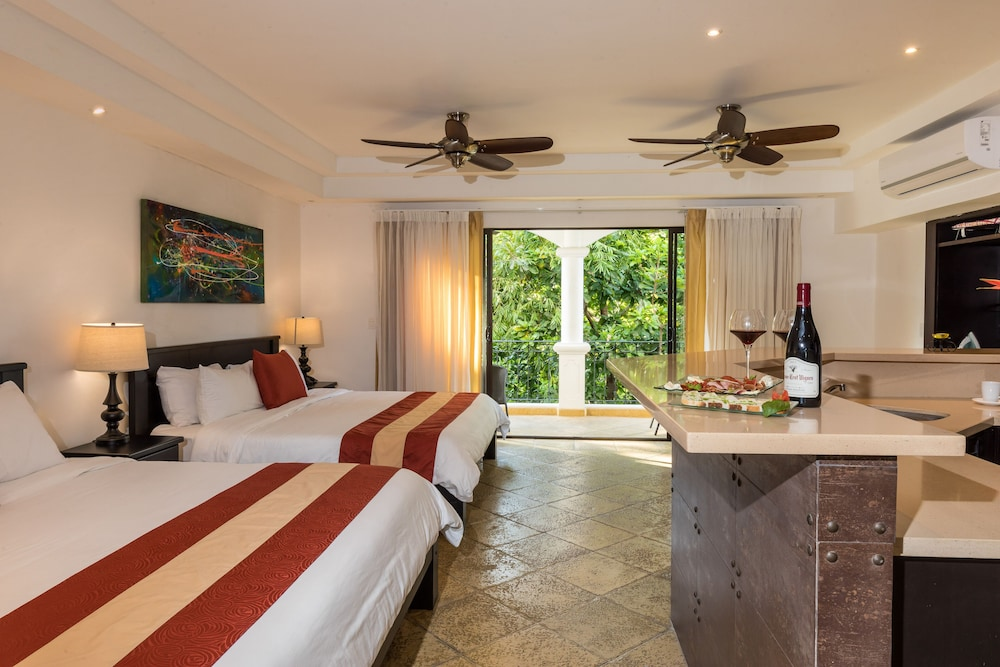https://i.travelapi.com/hotels/3000000/2360000/2351800/2351763/792f0e6d_z.jpg