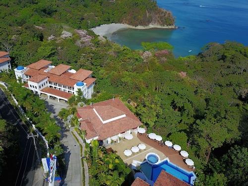 . Shana by the Beach Hotel Residence & Spa