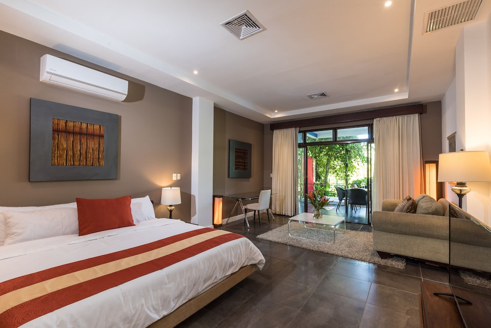 https://i.travelapi.com/hotels/3000000/2360000/2351800/2351763/a8d1e7a0_z.jpg