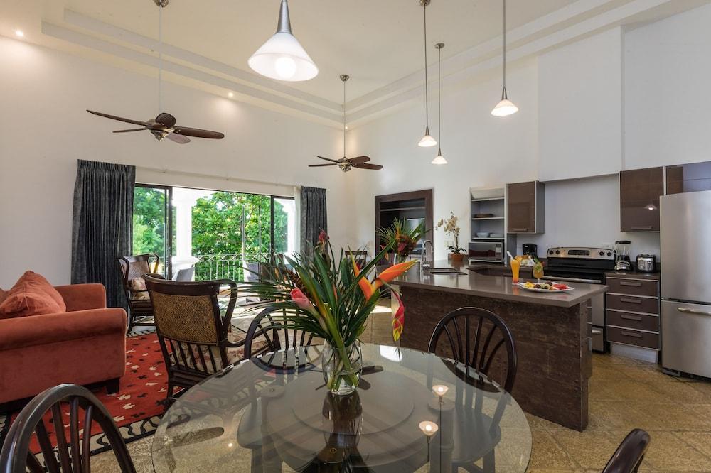 https://i.travelapi.com/hotels/3000000/2360000/2351800/2351763/b50ed768_z.jpg