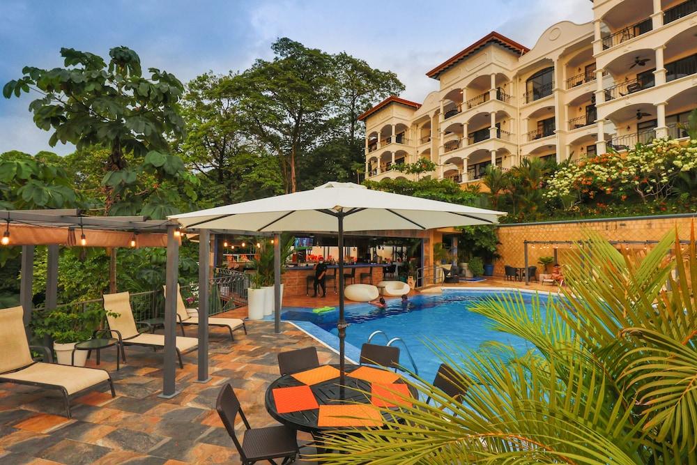 https://i.travelapi.com/hotels/3000000/2360000/2351800/2351763/ca1ab300_z.jpg