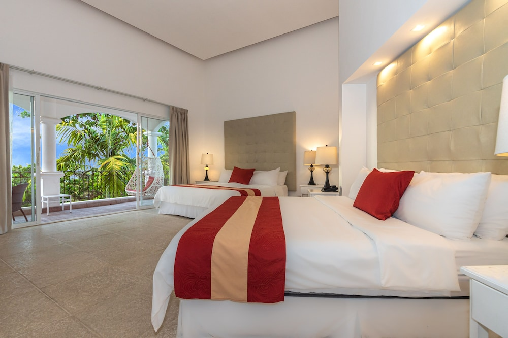 https://i.travelapi.com/hotels/3000000/2360000/2351800/2351763/ef92b508_z.jpg