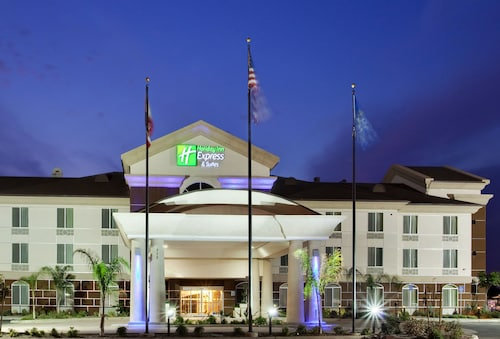 . Holiday Inn Express Hotel & Suites Dinuba West