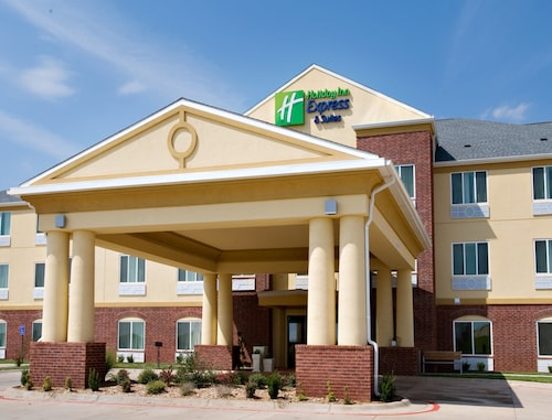 . Holiday Inn Express & Suites Childress