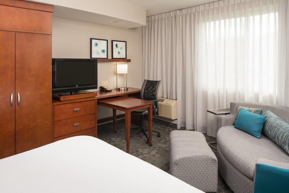 Room, 2 Queen Beds, Non Smoking, Balcony