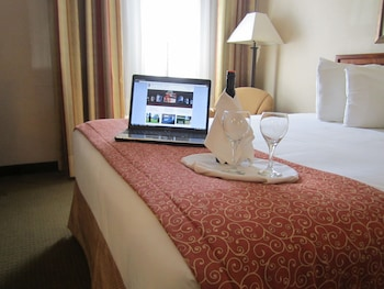 Hotel - Red Pine Inn & Conference Centre
