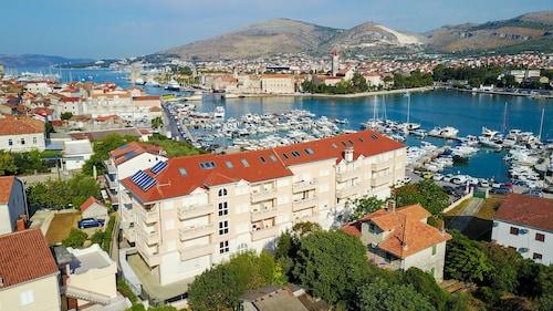 . Hotel Trogir Palace