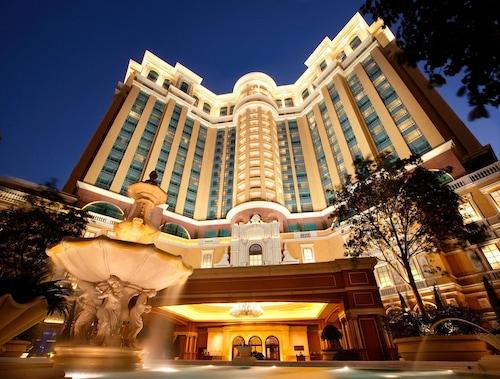 . Four Seasons Hotel Macao at Cotai Strip