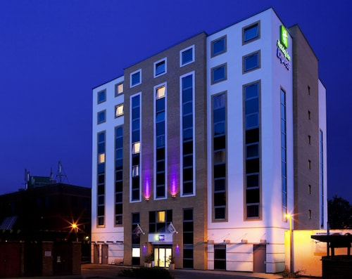 . Holiday Inn Express London-Watford Junction