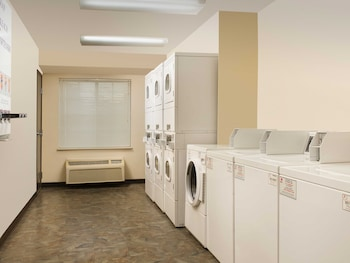 WoodSpring Suites Indianapolis Greenwood - Laundry Room  - #0
