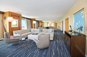 Presidential Suite, Accessible (Roll-In Shower)