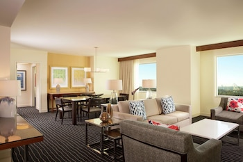 Signature Suite, Accessible (Roll-In Shower)