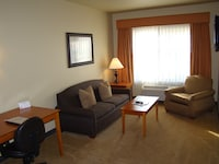 King w/ Sofa Sleeper, ADA, One Bedroom, Full Kitchen, Jetted Tub